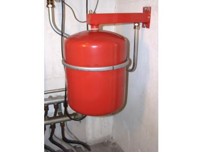 Для чего нужен расширительный бак в системе отопления